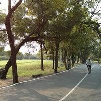 2/16/2013 tarihinde art u.ziyaretçi tarafından Vachirabenjatas Park (Rot Fai Park)'de çekilen fotoğraf