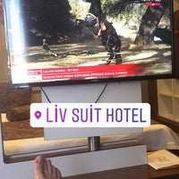 Foto tirada no(a) Liv Suit Hotel por Ozan G. em 7/7/2017