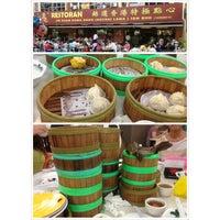 Photo taken at Restoran Jin Xuan Hong Kong Sdn. Bhd. (锦选香港特极点心) by Chyi Wei on 3/24/2013