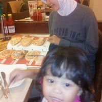 Photo taken at Pizza Hut by Ridha A. on 4/25/2014