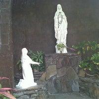 Photo taken at Iglesia La Resurrección by Armando Q. on 5/18/2013