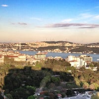Foto diambil di Hilton Istanbul Convention & Exhibition Center oleh Avinash C. pada 4/20/2013