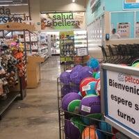 Foto tomada en Petco Guadalajara por Xavier B. el 5/22/2014
