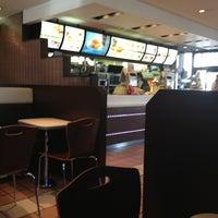 6/13/2013에 Makoto Y.님이 McDonald's에서 찍은 사진