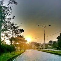 Photo taken at •The SUN - Twilight, Dawn, Dusk, Twilight - The SUN• by Ujang Kobau • V§ •™ on 3/19/2013