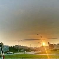 Photo taken at •The SUN - Twilight, Dawn, Dusk, Twilight - The SUN• by Ujang Kobau • V§ •™ on 3/31/2013