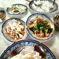 Photo taken at Restoran MAN TOM YAM by Ujang Kobau • V§ •™ on 3/13/2016