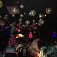 Photo prise au Bar Pink par Amir G. le1/1/2013
