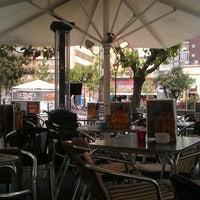 Foto tomada en Café Bar Top por Ilya I. el 5/16/2013