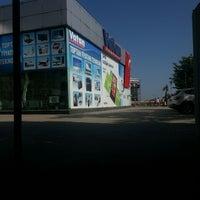 Photo taken at Vatan Bilgisayar by Caner S. on 5/18/2013
