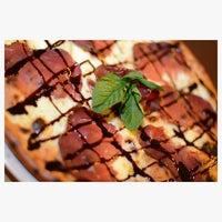 Foto scattata a Gisira Pizza And Drinks da Clara S. il 10/4/2013