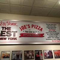 Foto tomada en Joe's Pizza por Tami M. el 12/1/2017