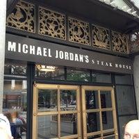 Das Foto wurde bei Michael Jordan's Steak House Chicago von Jason H. am 9/8/2013 aufgenommen