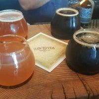 Foto tirada no(a) Haw River Farmhouse Ales por Logan C. em 10/4/2017