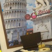 Das Foto wurde bei Berry Yummy Italian Yogurt von John N. am 7/27/2015 aufgenommen