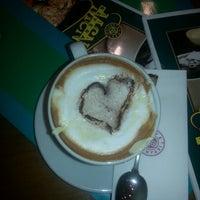 7/31/2013 tarihinde Burcu K.ziyaretçi tarafından Kahve Dünyası'de çekilen fotoğraf