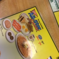 Photo taken at Waffle House by Ionut K. on 9/29/2014