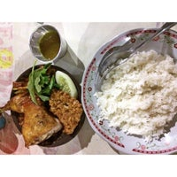 Photo taken at Bebek Goreng Sejedewe by Eat P. on 10/19/2015