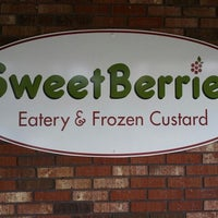 Photo taken at SweetBerries Eatery and Frozen Custard by Dan L. on 7/19/2013