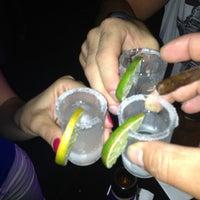 7/5/2013 tarihinde Hakan T.ziyaretçi tarafından Shot Bistro Lounge & Bar'de çekilen fotoğraf