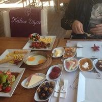 รูปภาพถ่ายที่ Kahve Diyarı โดย Gökhan K. เมื่อ 10/20/2013