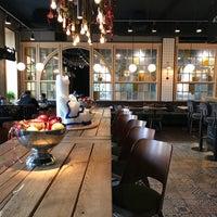 Снимок сделан в Café L'étage пользователем Anastasiya U. 12/25/2017