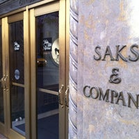 Photo prise au Saks Fifth Avenue par vito m. le10/22/2012