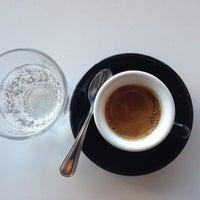 Das Foto wurde bei Houndstooth Coffee von Hooman am 3/10/2013 aufgenommen