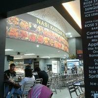 Photo taken at Nasi Kandar Pelita by sazali m. on 11/9/2012
