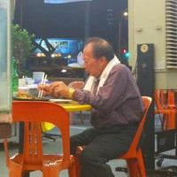 Photo taken at Kim's Famous Fried Hokkien Prawn Mee by Big Roy on 8/14/2015