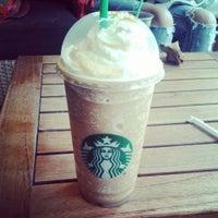 Foto tomada en Starbucks por Ana H. el 6/26/2013