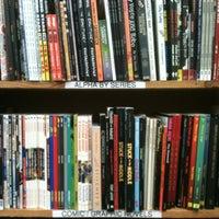 Das Foto wurde bei Half Price Books von lorena l. am 3/17/2013 aufgenommen