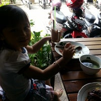 Photo taken at Flamboyan - Warung Makan Prasmanan by Dewi_arum m. on 3/3/2013