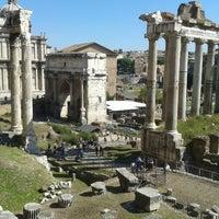 รูปภาพถ่ายที่ จัตุรัสโรมัน โดย Kiki S. เมื่อ 10/3/2013