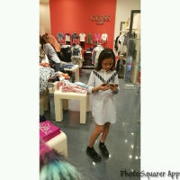 Photo taken at Guess Kids by UmiAbiNini on 12/24/2016