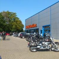 Das Foto wurde bei Thunderbike Roadhouse von Sylvia N. am 10/3/2014 aufgenommen