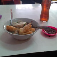 Photo taken at Bakso Sapi Muda by Maya R. on 3/15/2014