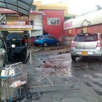 Photo taken at Full Wash Autolavado by Pablo V. on 5/20/2014
