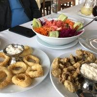 Das Foto wurde bei Alibaba Restaurant Büyükada von Muzaffer Ş. am 10/29/2017 aufgenommen