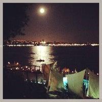 7/23/2013 tarihinde Parlak d.ziyaretçi tarafından Moda Sahili'de çekilen fotoğraf