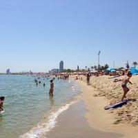 Foto tomada en Playa de la Mar Bella por Jennifer M. el 7/7/2013