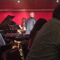 Das Foto wurde bei The Jazz Room at The Kitano von Sandra M. am 3/18/2017 aufgenommen