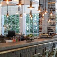 1/28/2014 tarihinde La Gioia Cafe Brasserieziyaretçi tarafından La Gioia Cafe Brasserie'de çekilen fotoğraf