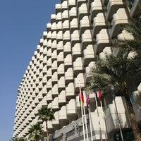 2/13/2013 tarihinde Robert R.ziyaretçi tarafından Hilton Dubai Jumeirah'de çekilen fotoğraf