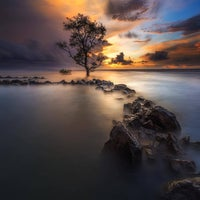 Photo taken at Pantai Anyer (Anyer Beach) by Yanuar R. on 12/14/2016