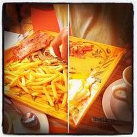 Foto tomada en Enriqueta's Sandwich Shop por Grant S. el 11/30/2012