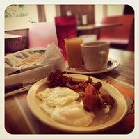 Foto tomada en Enriqueta's Sandwich Shop por Grant S. el 10/23/2012