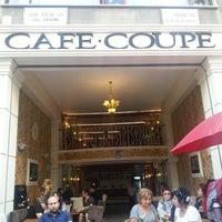 5/18/2013 tarihinde Özgür O.ziyaretçi tarafından Coupe Lunch Pub'de çekilen fotoğraf