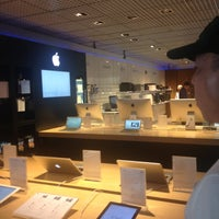 Photo taken at Fast Shop by Key V. on 8/13/2013