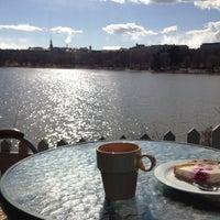 Снимок сделан в Sinisen huvilan kahvila пользователем Johannes P. 4/28/2013